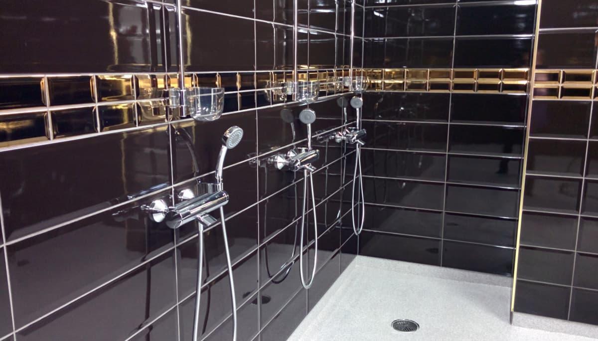 Seinäjoen Jalkapallokerhon edustusjoukkueen suihkut uudella stadionilla.
