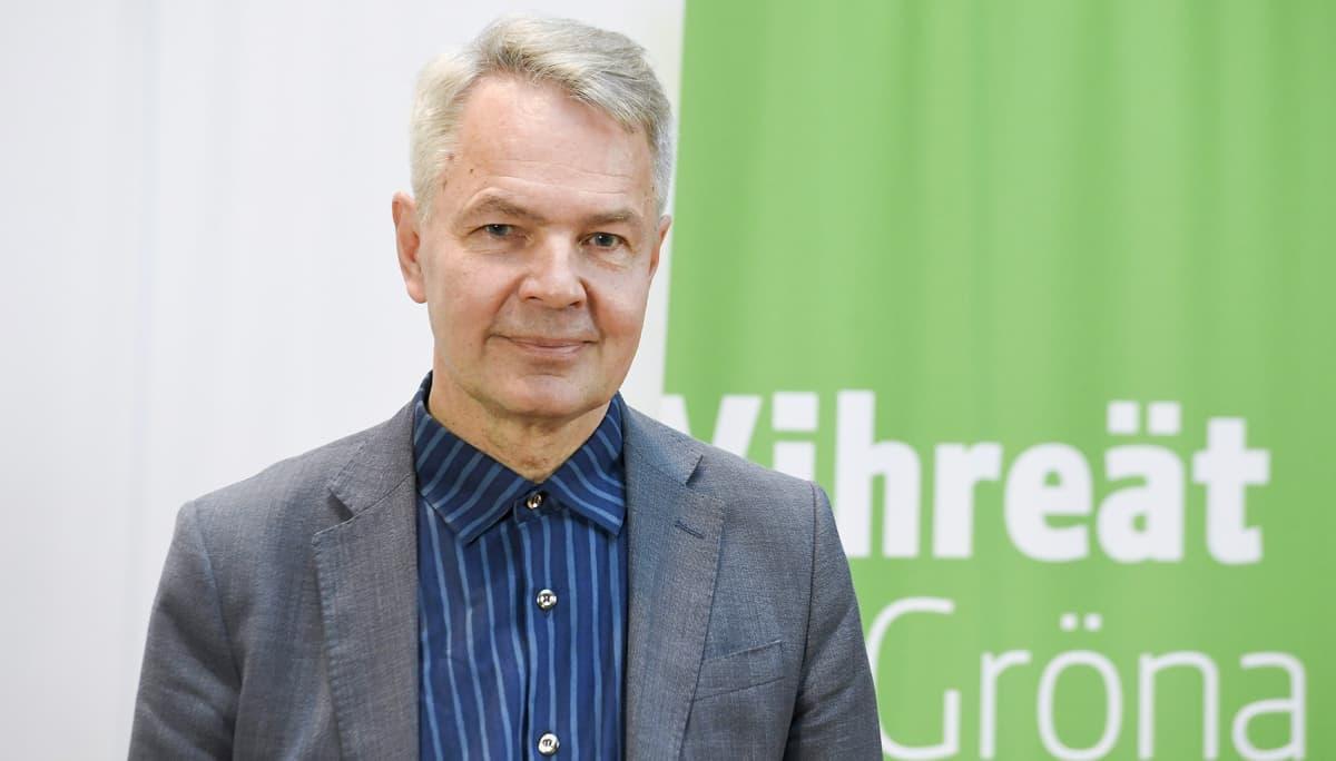 Kansanedustaja Pekka Haavisto valittiin puolueen väliaikaiseksi puheenjohtajaksi vihreiden puoluevaltuuskunnan kokouksessa Helsingissä 3. marraskuuta