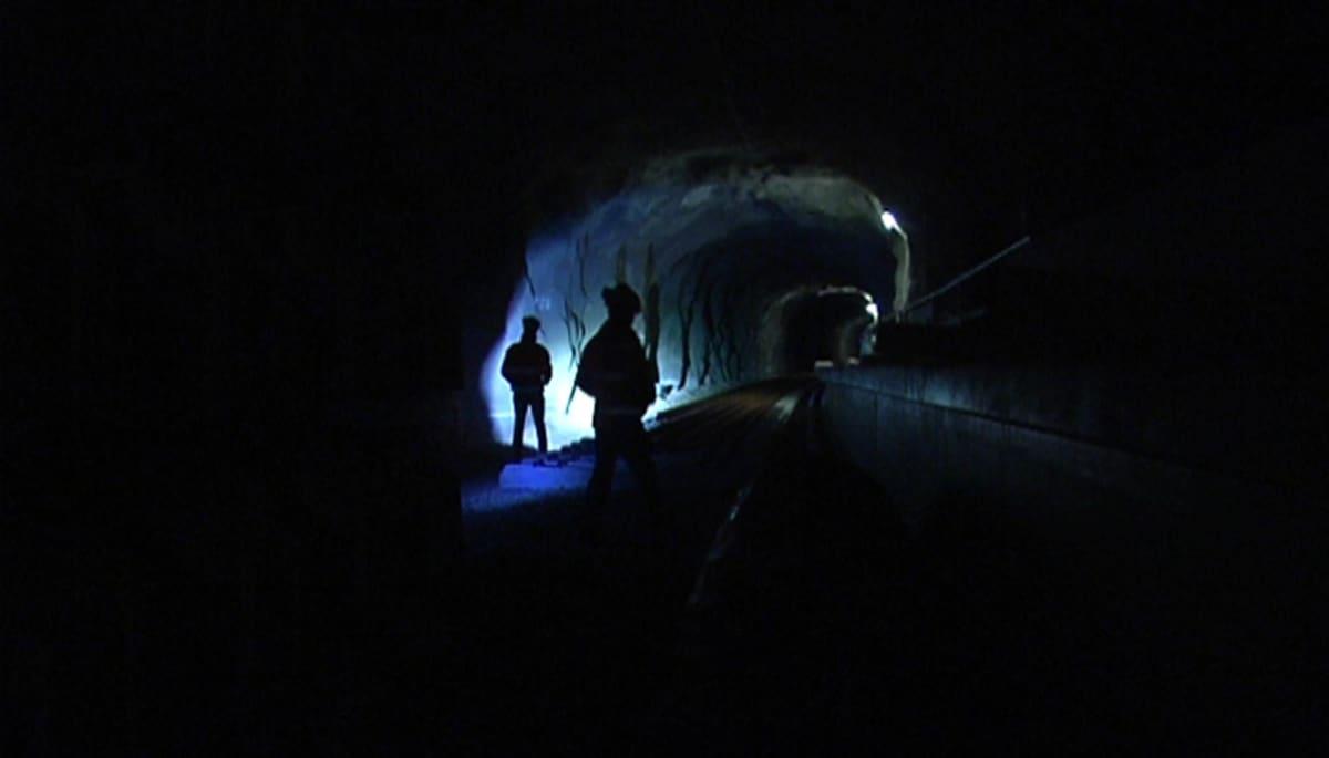 Rakennustyöntekijöitä tulevan länsimetron tunnelissa.