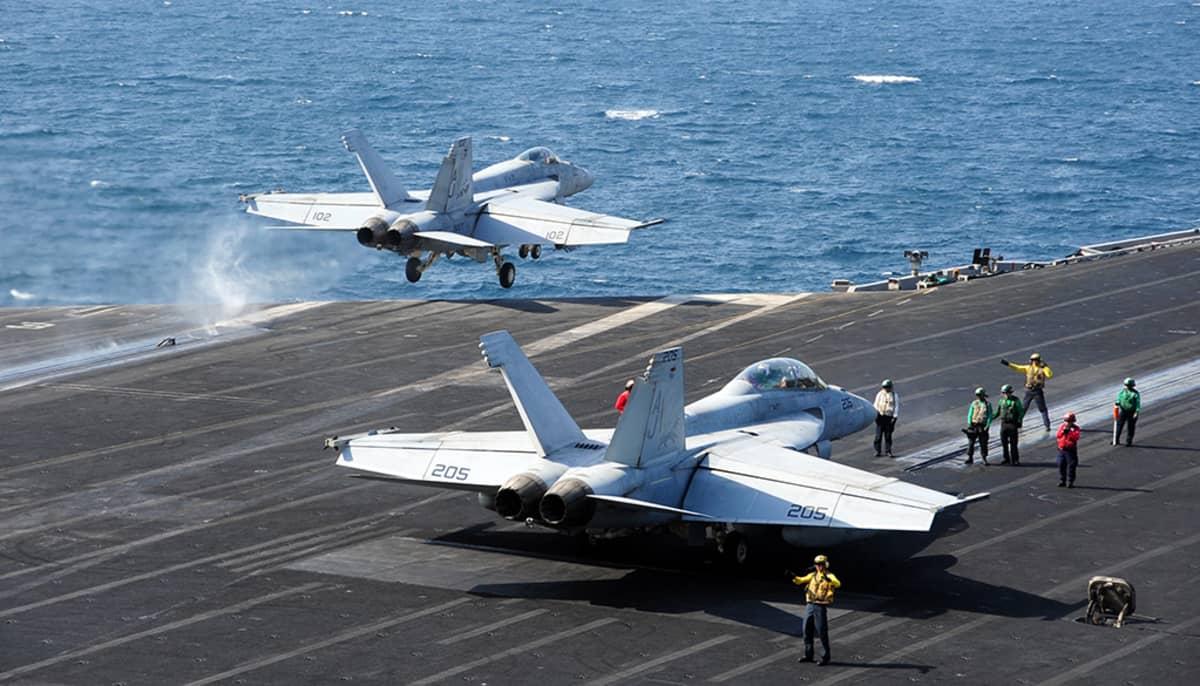 Lentotukialus USS George HW Bush Persianlahdella lokakuussa 2014.