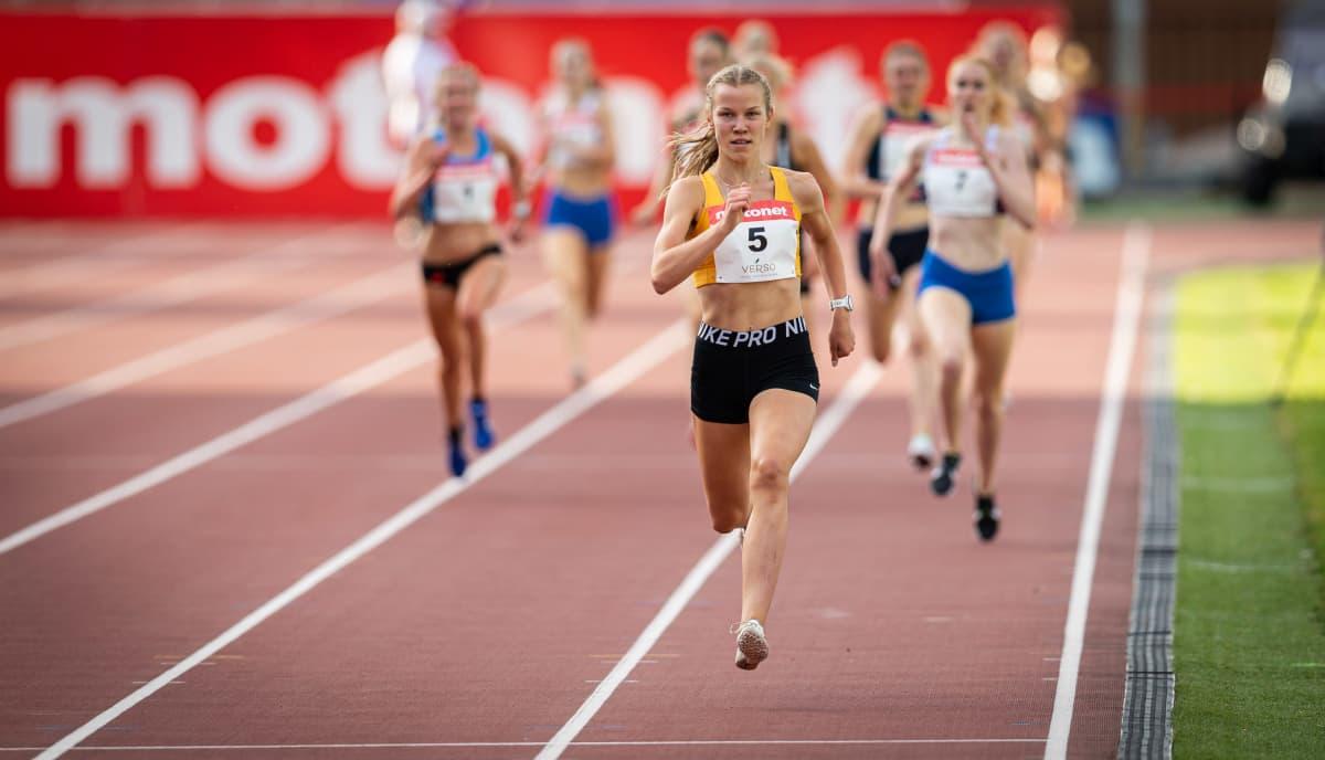 Juoksija Ilona Mononen.