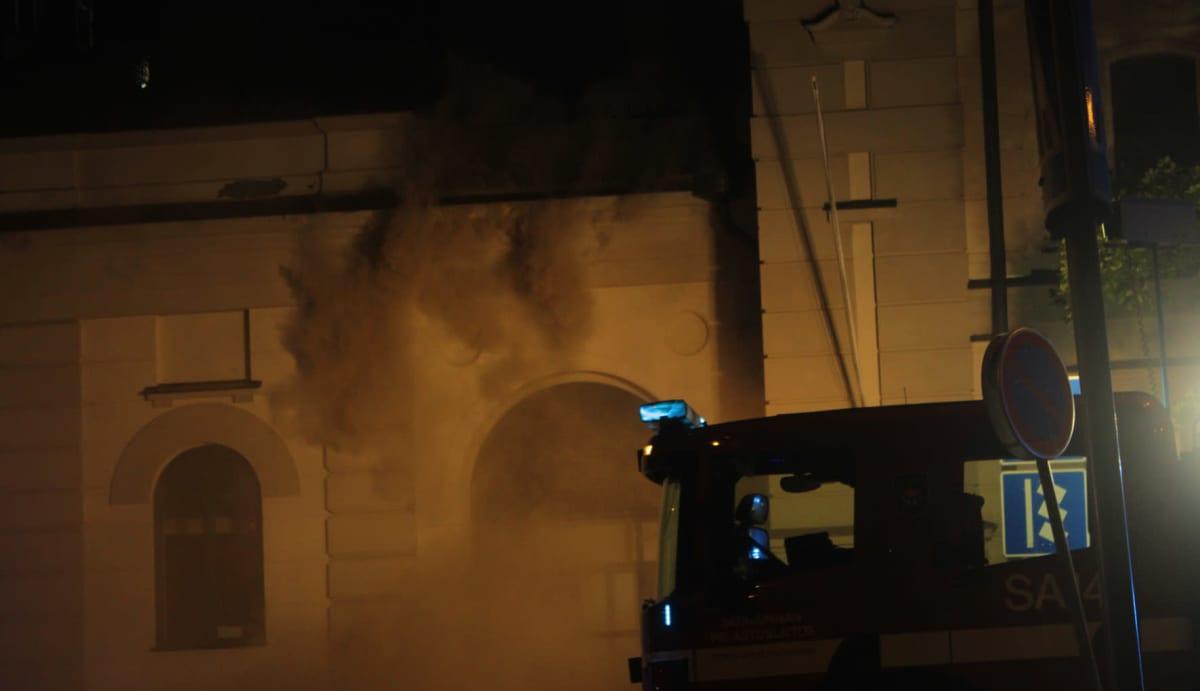 Porin taidemuseon kattorakenteet vaurioituivat tulipalossa 26.7.2021.
