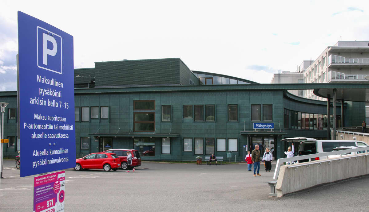 Lapin keskussairaalan pysäköintialue on muuttunut maksulliseksi