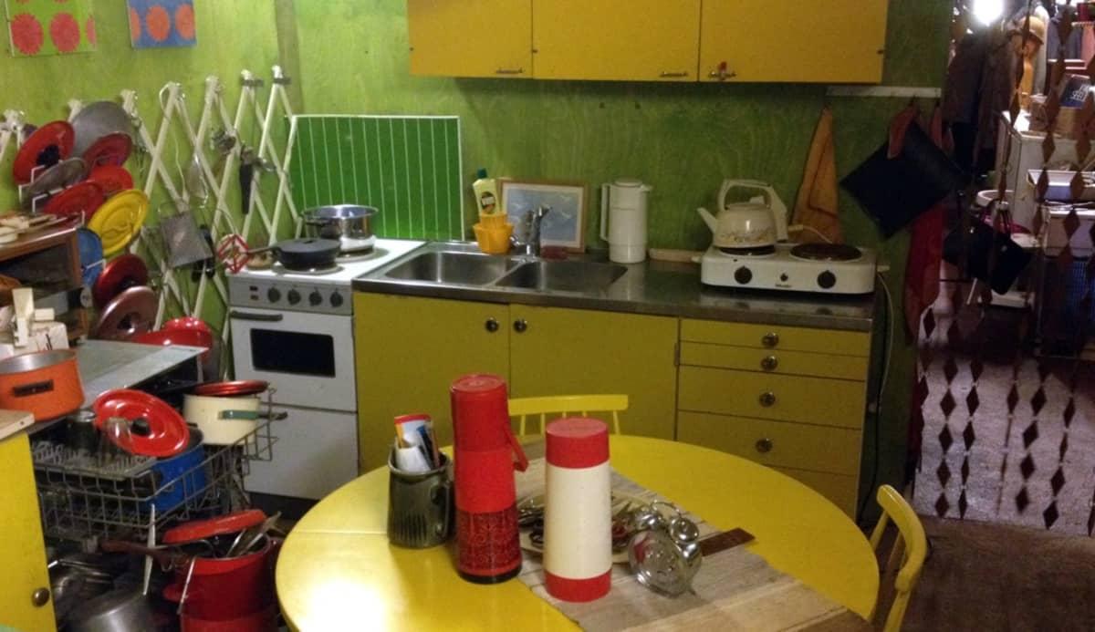 Eilisyyden verstaassa on 1970-luvun keittiö.
