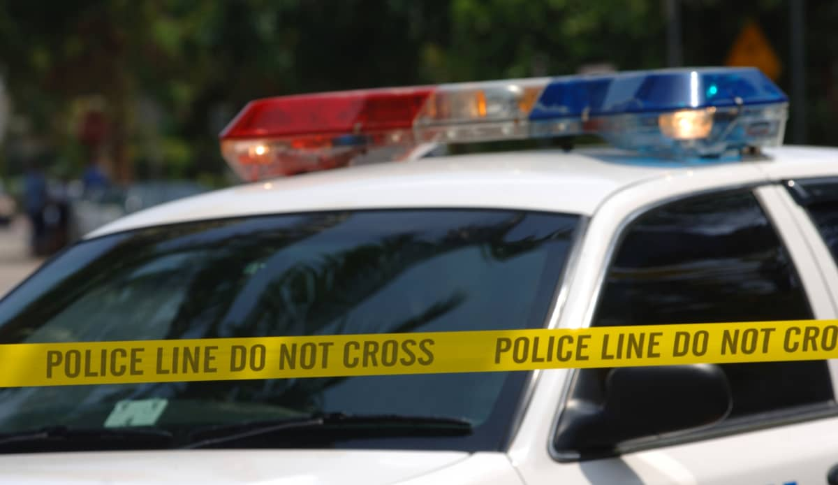 Kuvituskuva. Poliisiauto ja eristysnauhaa South Beachissa Miamissa Yhdysvalloissa.