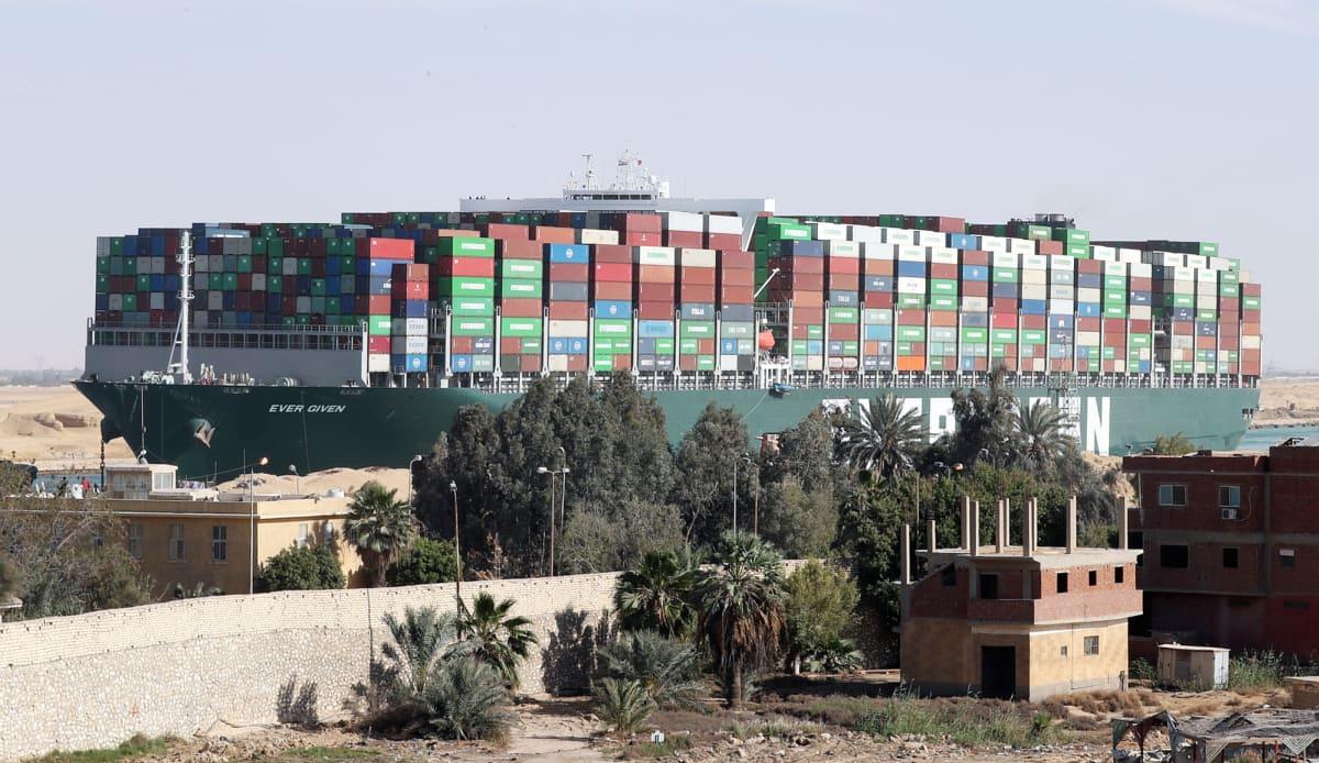 Suezin kanavan tukkinut Ever Given -alus on saatu liikkeelle.