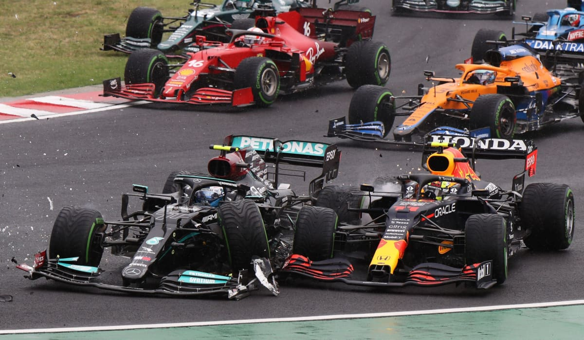 Valtteri Bottas ja Sergio Perez kolaroivat Hungaroringilla.