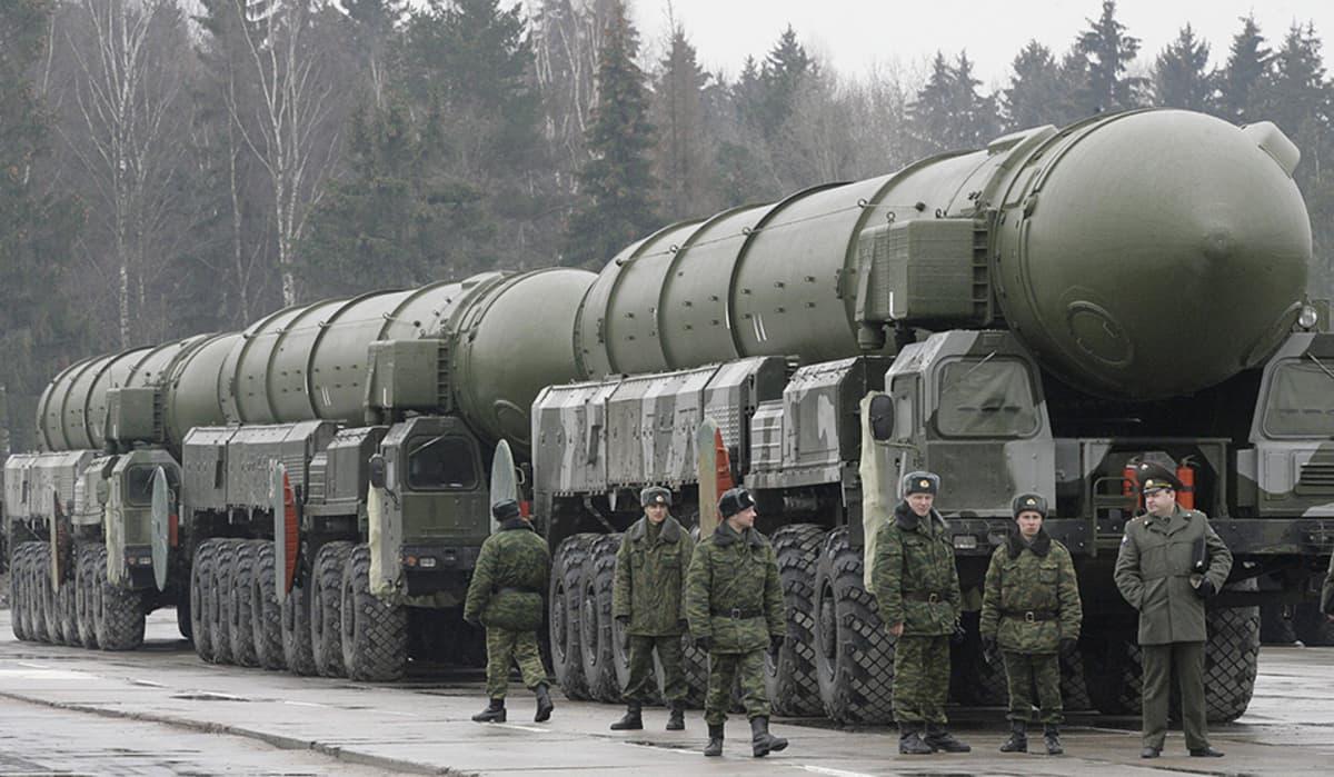 Venäläisiä TOPOL ohjuksia paraatiharjoituksissa Moskovassa 2008.