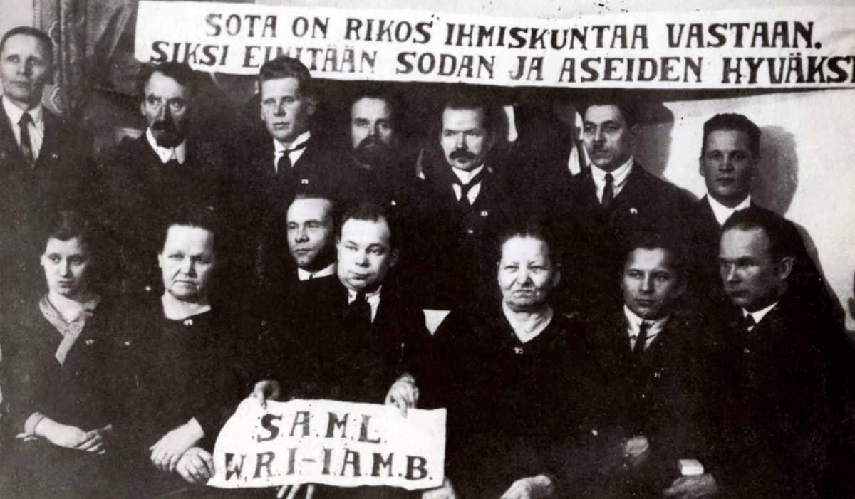 Suomen antimilitaristisen liiton kokous vuonna 1923.
