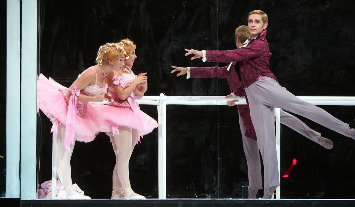Gennady Yanin Bolshoi-baletin Tuhkimossa.