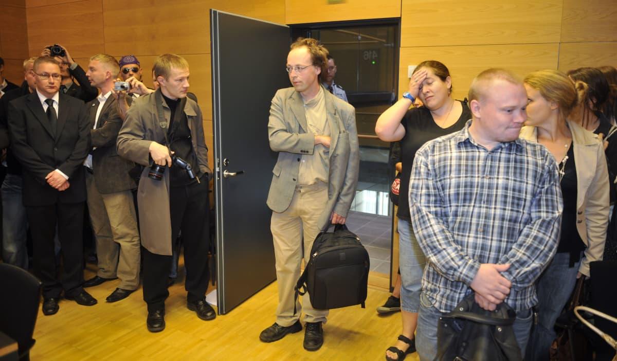 Jussi Halla-aho oikeudenkäynnin alussa Helsingin käräjäoikeudessa 25. elokuuta 2009