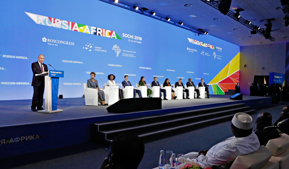 Venäjän ja Afrikan maiden huippukokousta Sotšissa Mustanmeren rannalla. Venäjän presidentti Vladimir Putin johti paneelikeskustelua 23. lokakuuta.