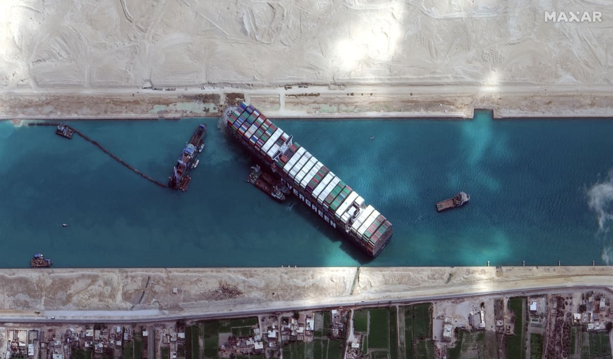 Suezin kanavaan jumittunutta Ever Given -alusta irrotettiin.