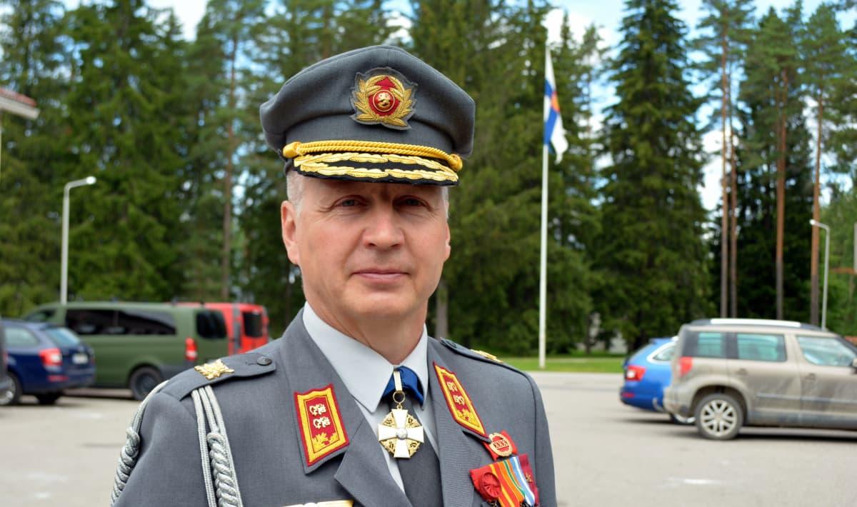 Maavoimien komentaja Petri Hulkko