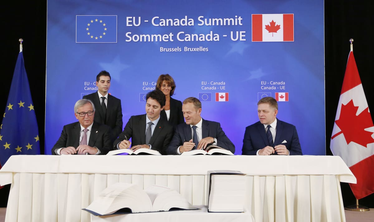 Jean-Claude Juncker, Justin Trudeau, Donald Tusk ja Robert Fico.