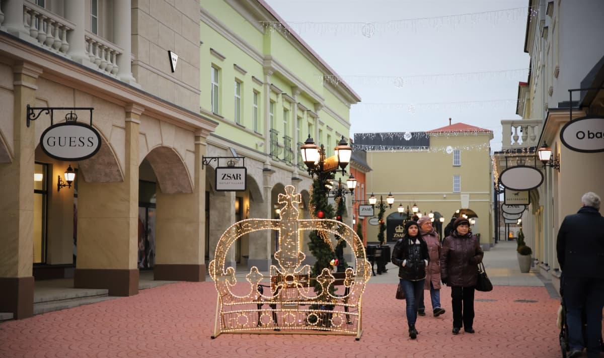 Zsar Outlet Village.