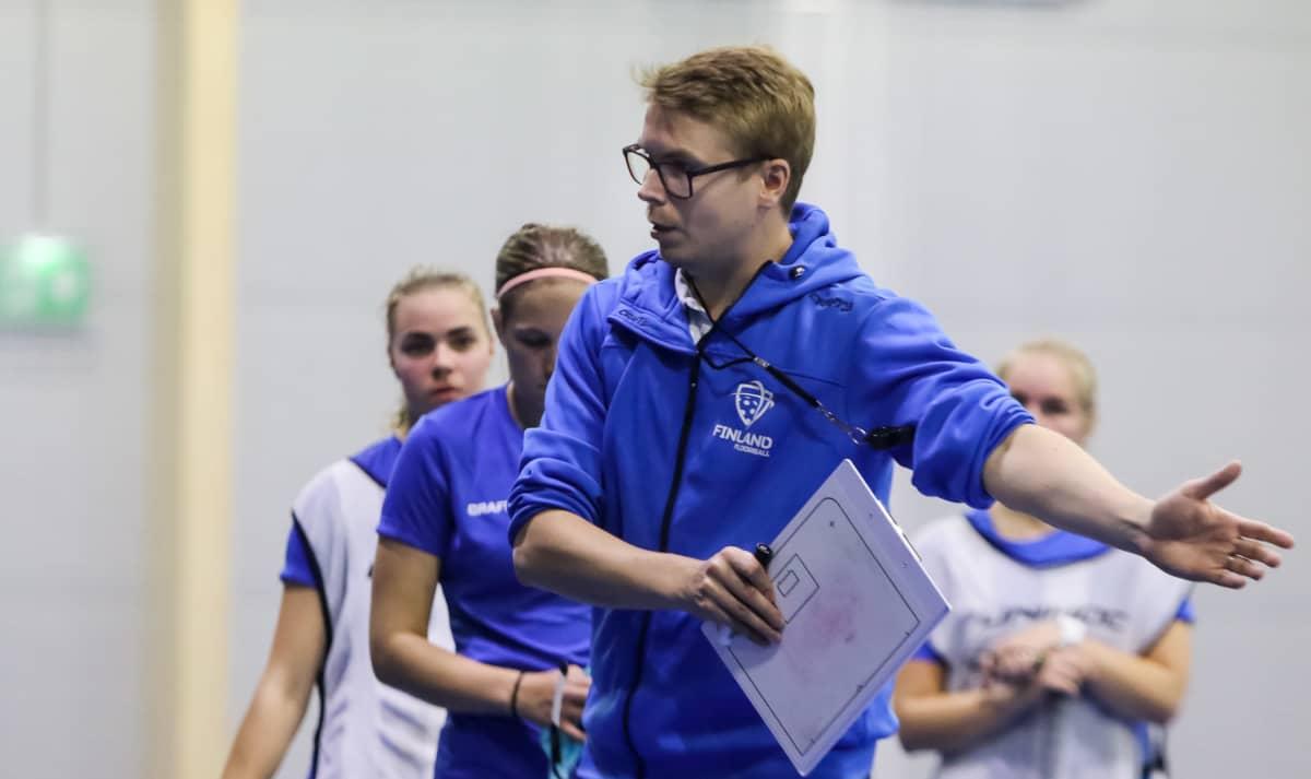 Aki Vilander, naisten maajoukkueen valmennustiimin jäsen