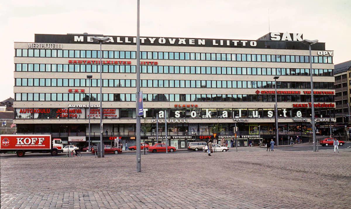 SAK:n (Suomen Ammattiliittojen Keskusjärjestö) toimitalo Hakaniemen torilla.