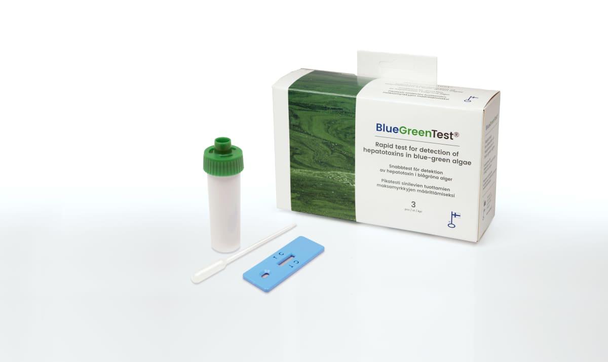 Kuvassa on sinilevätestin pakkaus ja testivälineitä.