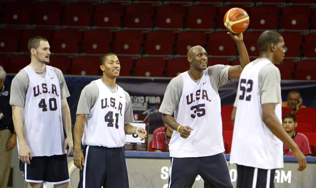 Yhdysvaltain koripallomaajoukkueen Kevin Love, Derrick Rose, Lamar Odom ja Kevin Durant harjoittelevat vuoden 2010 MM-kisoissa.