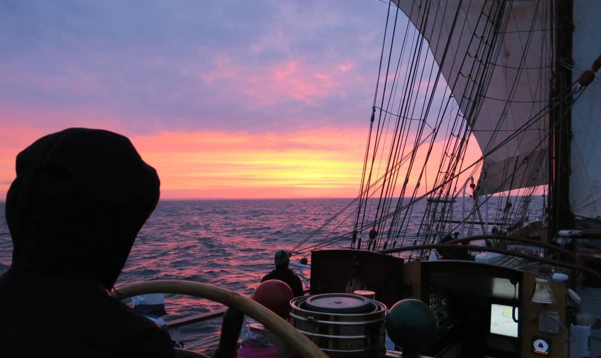 Aamurusko laivan kannelta
