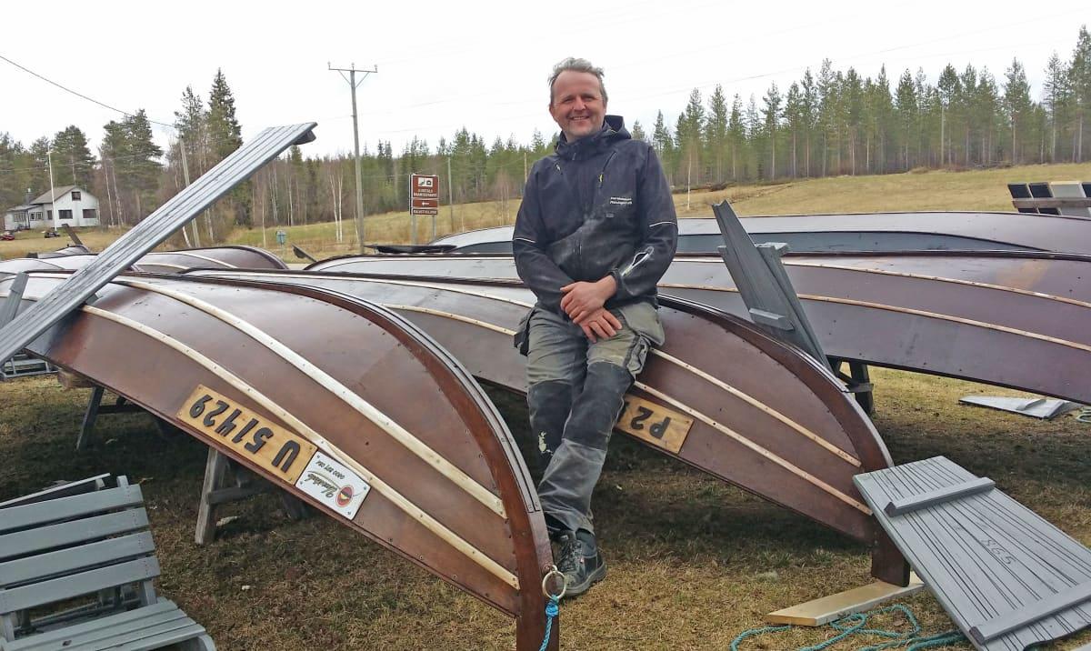 Lohiveneitä Tornionjoen rannassa, Petri Uusitalo.