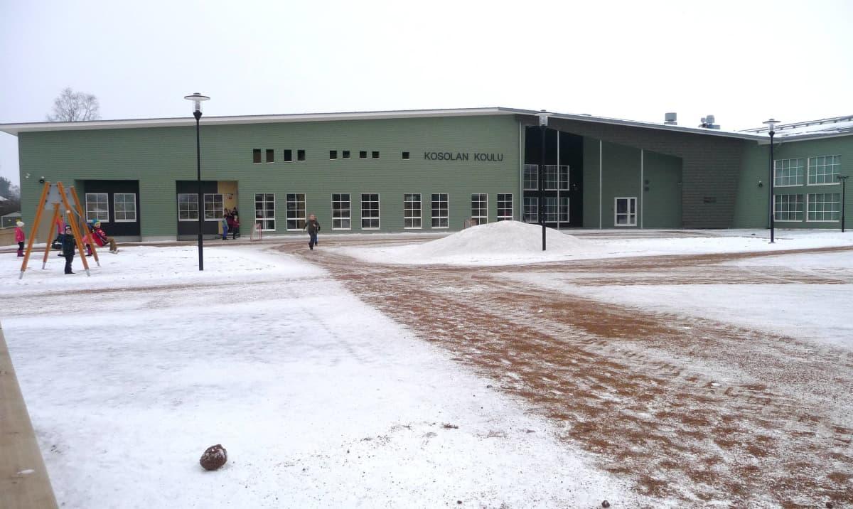 Kauhavan Kosolan uuden koulun pihaa.
