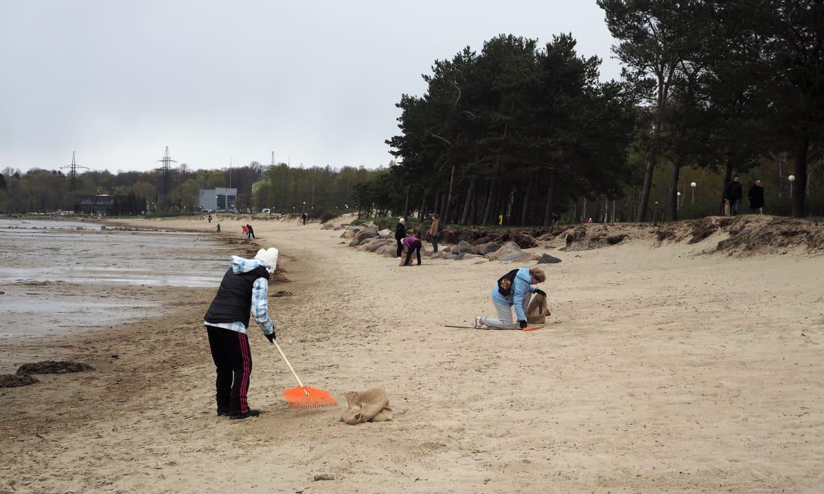Itämerta rasittavat pahiten mereen pääsevät ravinnekuormat, haitalliset aineet ja roskaantuminen sekä runsastunut laivaliikenne.