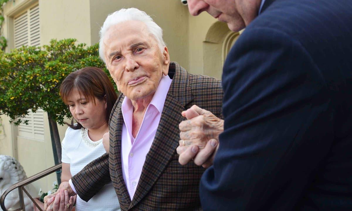 Näyttelijä Kirk Douglas 100-vuotis syntymäpäivänään.