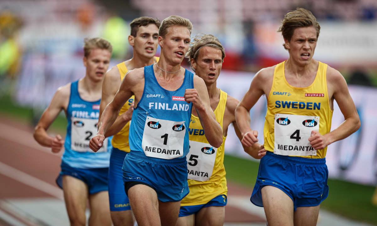 Topi Raitanen Ruotsi-ottelussa Tampereella