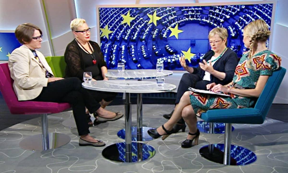 Heidi Hautala (vas.), Sirpa Pietikäinen ja Liisa Jaakonsaari Aamu-tv:ssä maanantaina.