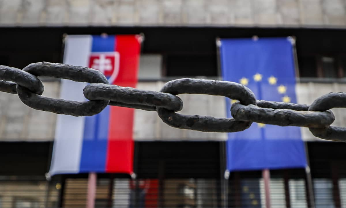 Slovakian suurlähetystö Moskovassa keskiviikkona. Venäjä määräsi kolme slovakkidiplomaattia poistumaan maasta.