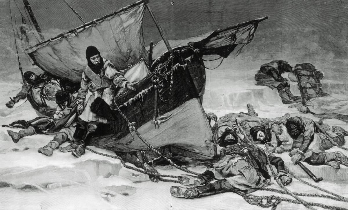 Nälkään ja uupumukseen nääntyneitä miehiä jääkentällä. Vain pari on elossa pelastusveneessä, jota he ovat kiskoneet jäällä.