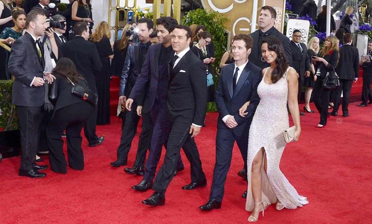 Entourage -sarjan näyttelijät kävelevät punaisella matolla Los Anglesissa.