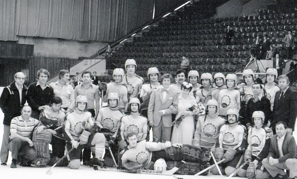 Vjatsheslav Bykov meni naimisiin vaimonsa Nadezhdan kanssa 8. toukokuuta 1982. Häitä juhlittiin Bykovin silloisen joukkueen Traktor Tsheljabinskin kanssa. Pari päivää myöhemmin Bykov muutti Moskovaan ja liittyi armeijajoukkue TsSKAan.