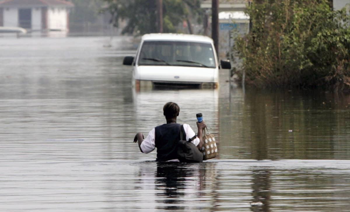 Hirmumyrskyn jälkeinen tulva peitti suuren osan New Orleansin kaduista.