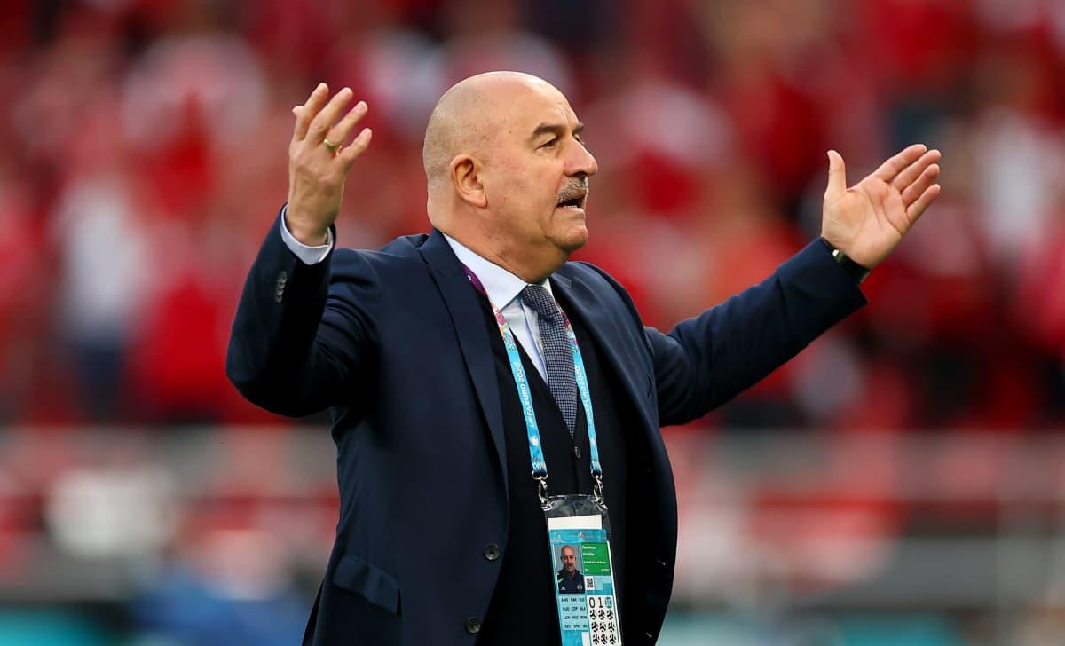 Venäjän päävalmentaja Stanislav Tshertshesov.