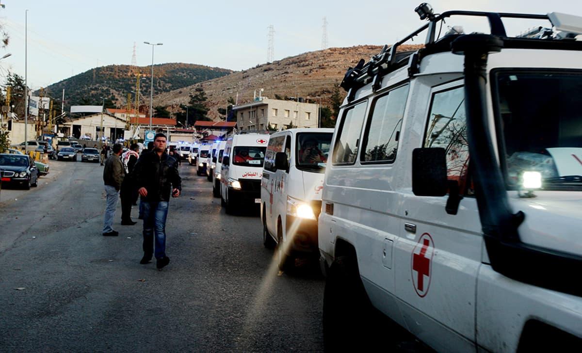 Haavoittuneita evakuoidaan Zabadanin kaupungista, joka sijaitsee lähellä Madayaa.