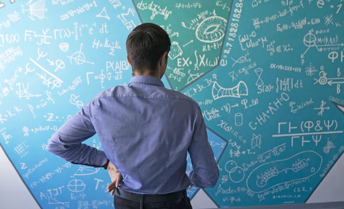 Prohošinin tärkein esikuva on neuvostoliittolainen matemaatikko Andrei Kolmogorov, jonka nimeä kantaviin lausekkeisiin voi törmää mitä erilaisimmilla matematiikan aloilla aina todennäköisyyslaskennasta klassiseen mekaniikkaan.