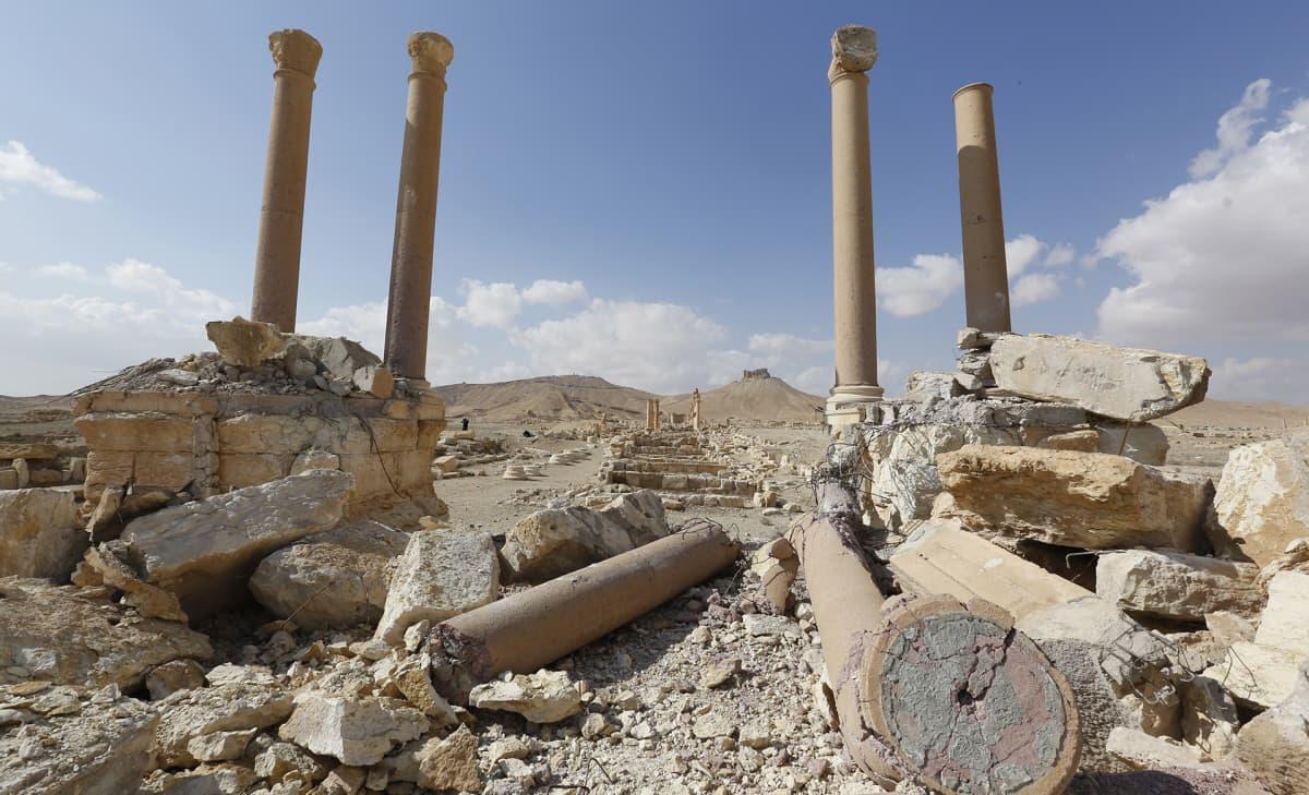 Palmyran Tetrapylon kuvattuna maaliskuussa 2017.