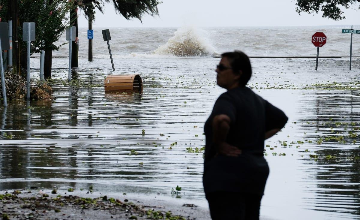 Osassa Louisianan rannikkoa vesi oli noussut tielle jo ennen Barry-hurrikaanin rantautumista.