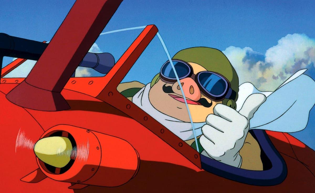 Hayao Miyazakin elokuva Porco Rosso. Elokuvan päähenkilösika lentää lentokoneella.