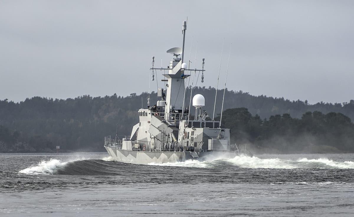 ruotsalainen sotalaiva vesillä