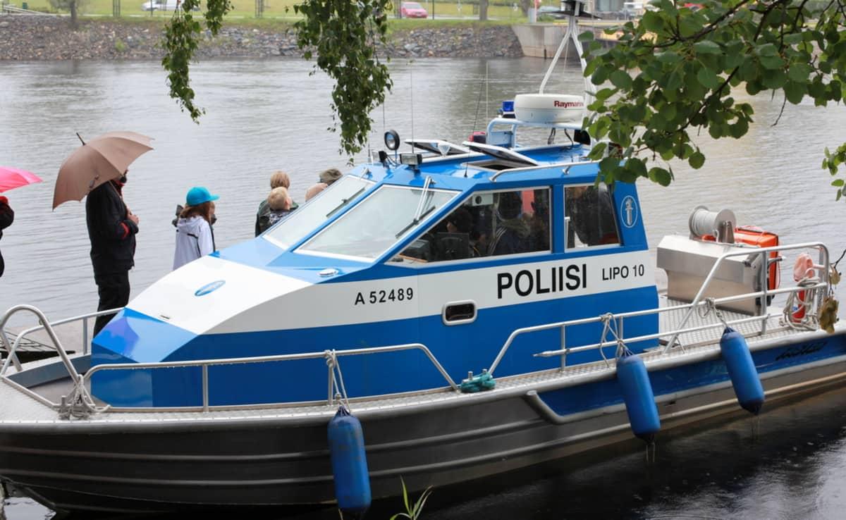 Poliisivene Ilosaaressa.