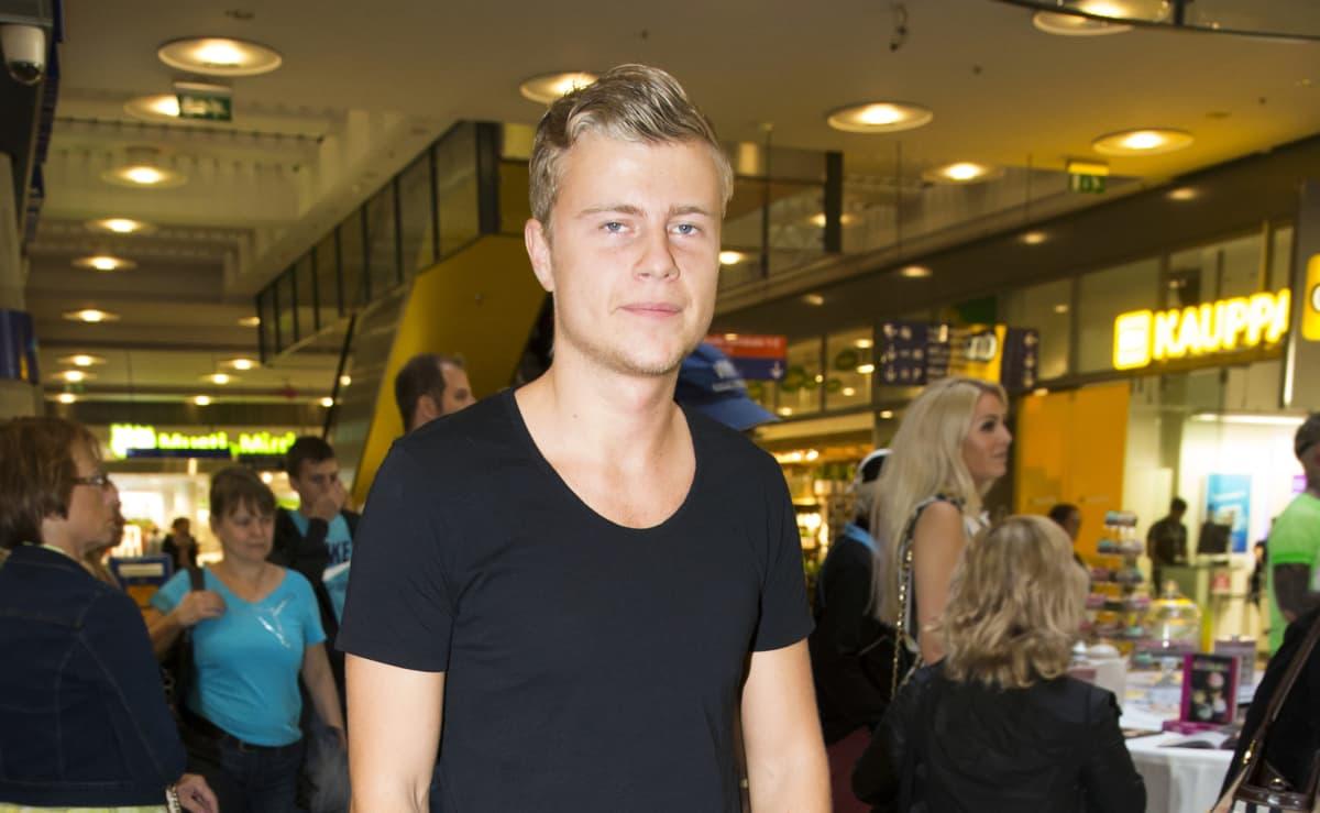 Pokeripelaaja Jens Kyllönen.