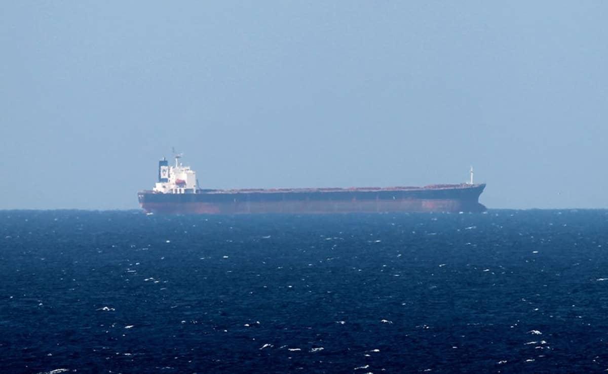 Öljytankkeri Hormuzinsalmella Omanin edustalla 15. tammikuuta 2012.