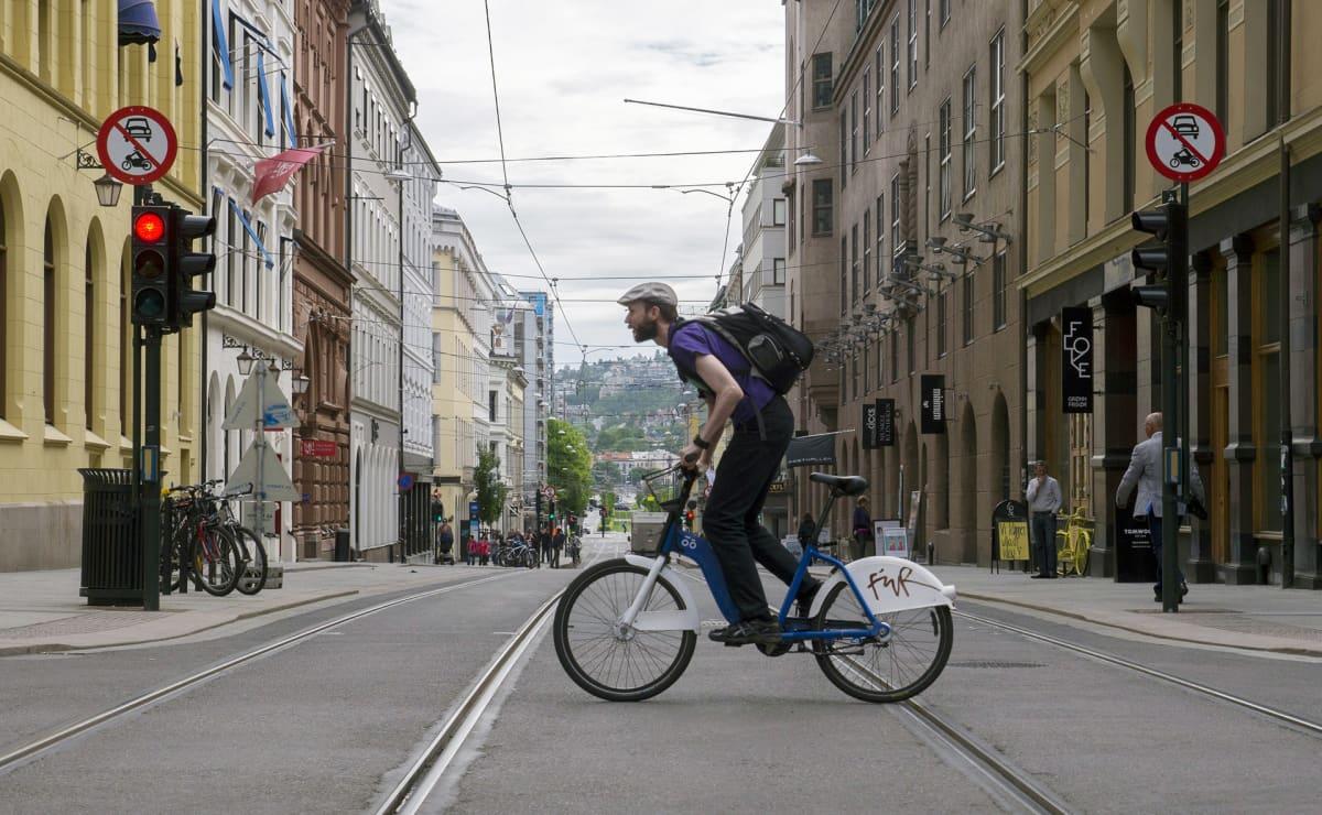 Pyöräilijä Oslossa