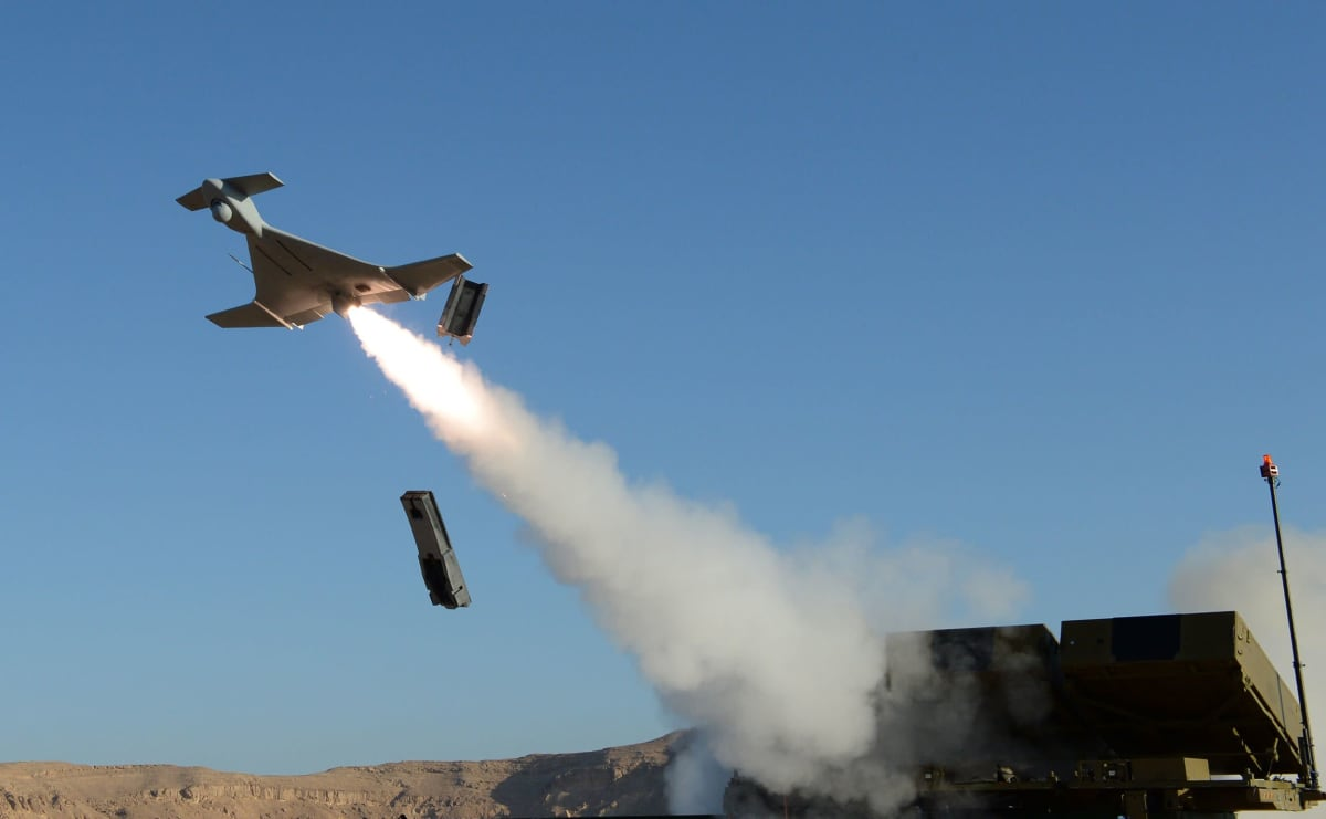 Israelin Harpy autonominen ohjus lähdössä.