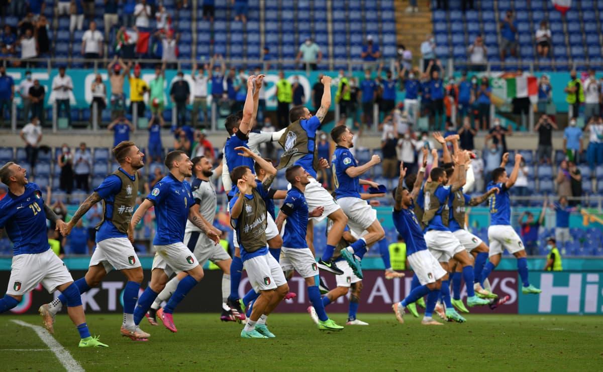 Italia juhli Wales-voittoa EM-kisoisa 20.6.