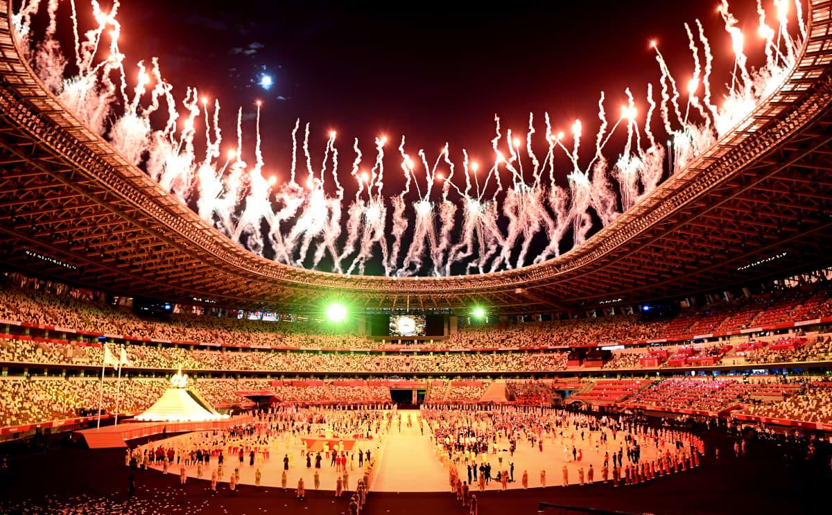 Ilotulitukset Tokion olympialaisten avajaisissa.